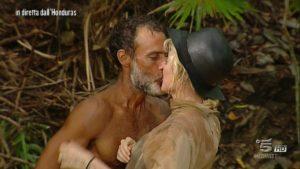 Raz Degan Paola Barale bacio