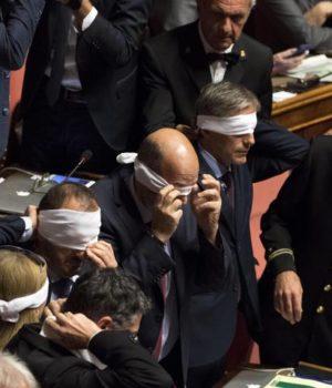 La protesta del M5s al Senato